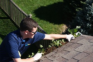 Cleaning-Clogged-Gutter-Downspout